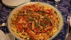 As lulas flambadas no conhaque e vinho branco podem vir acompanhadas por arroz ou tagliatelles