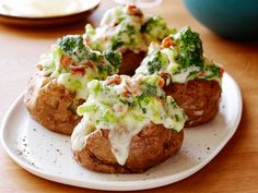The Ultimate Stuffed Potato : Recipes : Cooking Channel Recipe . Cooking Channel serves up this The Ultimate Stuffed Potato recipe from Tyler Florence plus many Food Network Uk, Food Network Recipes, Cooking Recipes, Sweet Potato Side Dish, Potato Side Dishes, Stuffed Baked Potatoes, Garlic Mashed Potatoes, Jacket Potato Recipe, Tyler Florence Recipes