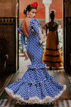 Traje de flamenca de José Manuel Valencia Flamenco Costume, Flamenco Dresses, Costumes Around The World, Tribal Dress, Festival Wear, Wedding Costumes, The Dress, Traditional Dresses, Folk Costume