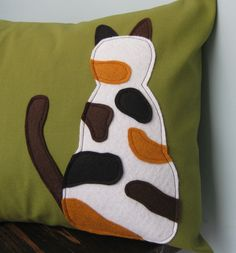 A twisty pillow. I wanna make one of this, one for dusty and one for Blyte!