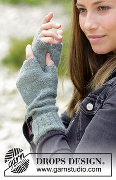 The set consists of: Knitted hat with garter stitch and wrist warmers. The set is worked in DROPS Alpaca. Knitting Designs, Knitting Patterns Free, Knit Patterns, Free Knitting, Knitting Machine, Drops Design, Fingerless Mittens, Knitted Gloves, Wrist Warmers