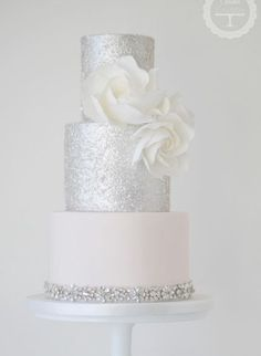 Beautiful white and silver metallic tall round wedding cake for sophisticated classic wedding. Featured Wedding Cake: Cotton and Crumbs; Purple And Silver Wedding, Metallic Wedding Cakes, White Wedding Cakes, Silver Weddings, Bling Wedding, Wedding Flowers, Bolo Nacked, Cotton And Crumbs, Cupcake Cakes