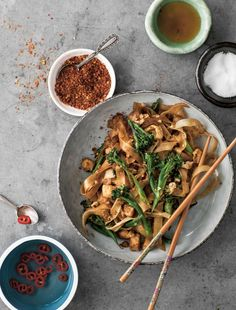 Opskrift: Stegte nudler med asiatisk broccoli