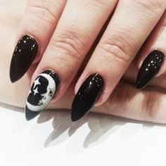 Now thats a puuurfect combo, rad black moon nails by,nailsbybreee,nailinspo… Halloween nails. Goth Nails, Witchy Nails, Grunge Nails, Goth Nail Art, Nail Lacquer, Star Nails, Best Nail Art Designs, Nagel Gel, Black Nails