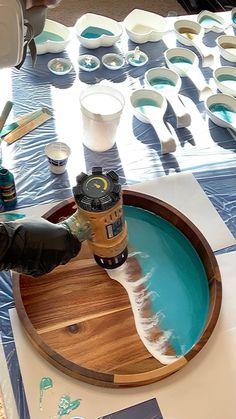 Resin In Wood, Epoxy Resin Art, Diy Resin Art, Diy Resin Crafts, Diy Resin Projects, Diy Projects To Sell, Seaside Decor, Resin Jewelry Making, Diy Canvas Art