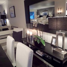 I like the table and mirror to the back of the dining table. Comes in handy when entertaining guests.