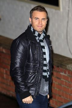 "Gary Barlow Photos - Take That member Gary Barlow arrives at Fountain Studios ahead of his performance on ""The X Factor"" live elimination show. - Contestants at 'X Factor' Studios Gorgeous Men, Beautiful People, Gary Barlow, Lenny Kravitz, Michael Buble, Country Music Artists, Rock Style, Haircuts For Men, Eminem"