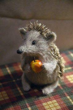 Felted Hedgehog / Hérisson laine feutrée