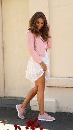 Rozalia Russian shows off her Skechers #style #fashion #rozaliarussian