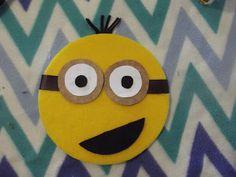 Meu jeito próprio de ser: festa minions/quadro feito com disco de isopor