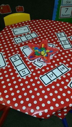 What number is missing? A great independent activity - using magnetic/wooden or foam numbers. Could also be used for cvc words using letters. Maths Eyfs, Preschool Math, Math Classroom, Kindergarten Math, Teaching Math, Math Stations, Math Centers, Math Resources, Math Activities