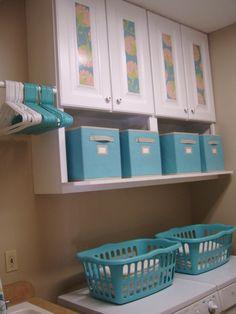 Keukenkastjes hebben we op zolder staan, ophangen in de garage als die klaar is en nog een extra plank eronder!