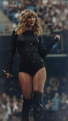 Taylor Swift Legs, Estilo Taylor Swift, Taylor Swift Music, All About Taylor Swift, Taylor Swift Style, Taylor Swift Pictures, Taylor Alison Swift, Black Hair Kpop, Miss Americana