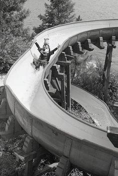 Disney - Black and white photo of Goofy trying out a water slide