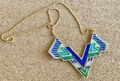 Collar Dickey in miyuki beads hand colors Blue green Golden Seed Bead Patterns, Peyote Patterns, Beading Patterns, Beaded Jewelry, Handmade Jewelry, Beaded Necklace, Peyote Beading, Beadwork, Sewing Leather