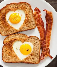 From Simply Potatoes. Egg Recipes For Breakfast, Breakfast Toast, Breakfast Options, Breakfast In Bed, Recipes Dinner, Tostadas, Menu Saint Valentin, Egg In A Hole, Egg Toast