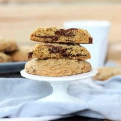 The real Mrs Field's chocolate chip cookie recipe revealed - and the method will surprise you! I NEED TO TRY THESE