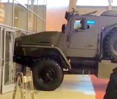 على غرار الألعاب .. امرأة تحاول سرقة مدرعة عسكرية! #سيارات #تيربو_العرب #صور #فيديو #Photo #Video #Power #car #motor