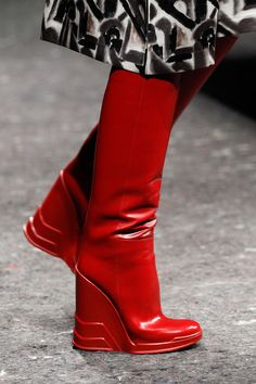 Bottes rouges: FALL 2014 READY-TO-WEAR Prada. #redshoes