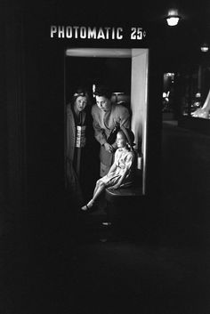 Esther Bubley, Photomatic Machine, Union Station, Chicago, 1948
