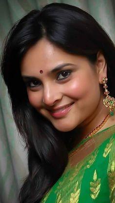 Beautiful Women Over 40, Beautiful Girl Indian, Most Beautiful Indian Actress, Cute Beauty, Beauty Full Girl, Beauty Women, Muslim Beauty, South Indian Actress Hot, Glamorous Makeup
