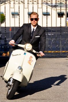 Suit in a vespa (sometimes I think this is the best way to get to a meeting on time in SDQ)