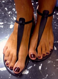 dark red nails for camping toes