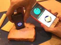 This Tiny New Gadget Detects How Many Calories Are in Your Food