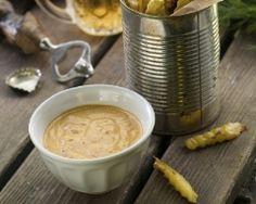 Sauce burger (facile, rapide) -  1/4 d'oignon 1/2 échalote 2 c. à soupe de crème fraîche 2 c. à soupe de ketchup 2 c. à café de moutarde 2 c. à café de câpres 2 c. à café d'herbes de Provence