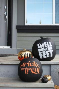 Pumpkins don't always have to be scary! Loving these 25 chic ways to decorate a pumpkin.