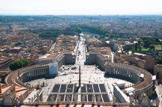 Blick von der Kuppel des #Petersdom über den Petersplatz und Rom, #Vatikan