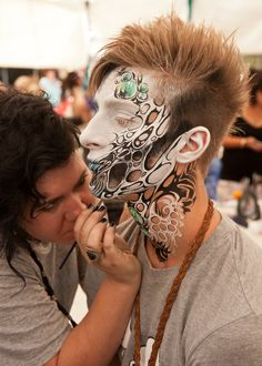 Photo Essay: Facepainting at the Body Art Carnivale Much Respect Artist – Nina Megaloconomos, Model – Jesse ❤d by makeupartistrycai… Art Visage, Fantasy Make Up, Theatrical Makeup, Make Up Art, Special Effects Makeup, Airbrush Makeup, Sfx Makeup, No Photoshop, Face Off