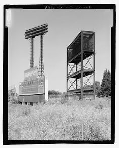 There have recently been some great photos that have been auctioned from The Baltimore Sun 's archives which show the how Memorial Stadium's. Shea Stadium, Yankee Stadium, Sports Stadium, Stadium Tour, Baseball Park, Baseball Shoes, Historic Philadelphia, Mlb Stadiums, Baltimore Colts