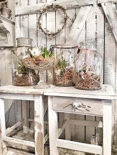 If you are looking for a classic Easter decoration, then try farmhouse style rustic Easter decorations. Get the best Farmhouse Easter decorating ideas here. Rustic Decor, Farmhouse Decor, Farmhouse Style, Rustic Style, Easter Flower Arrangements, Wooden Box Centerpiece, Decoration Vitrine, Basket Decoration, Rustic Gardens