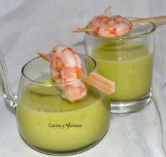 Sopa de pepino con su gambita: Cucumber soup with shrimp Dairy Free Recipes, Great Recipes, Favorite Recipes, Vegetable Recipes, Vegetarian Recipes, Healthy Recipes, Slow Food, Kitchen Recipes, Easy Cooking