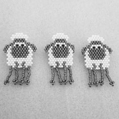 Jolis petits moutons de @beadcrumbshawaii . Parfait pour le sac à en-cours d'une tricoteuse, n'est-ce pas @creanath44 ?! #miyukidelicas #miyuki #jenfiledesperlesetjassume #jenfiledesperlesetjaimeca #brickstitch #DIY #perlesaddictanonymes #perlesaddict #perles #cemodelenestpasdemoi #mouton #sheep #tissageperles