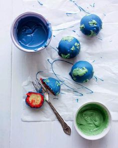 Bake up a tasty solar system with this fun cake ball recipe from Surprise Cakes! Time in the kitchen with kids can be just as educational as time in the classroom.