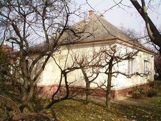 Használt családi ház – Kádárkocka Gazebo, Marvel, Outdoor Structures, Cabin, House Styles, Decor, Kiosk, Decoration, Pavilion