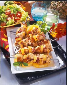 Putenspieße Hawaii Our popular recipe for turkey skewers Hawaii and over more free recipes on LECKER. Skewer Recipes, Sandwich Recipes, Pork Recipes, Chicken Recipes, Atkins, Healthy Snacks, Healthy Recipes, Baked Chips, Recipes