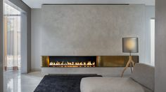Are you interested in modern fireplaces? Do you want your fireplace to make a real statement in your home? Then take a look at our modern fireplace designs. Suspended Fireplace, Linear Fireplace, Double Sided Fireplace, Fireplace Wall, Living Room With Fireplace, Living Room Decor, Fireplace Ideas, Fireplace Modern, Open Fireplace