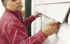 How to Patch Wood Siding - Repair Ideas Clapboard Siding, Wood Siding, Exterior Siding, Wood Paneling, Vinyl Siding, Exterior Paint, Restoring Old Houses, Cleaning Wood, Old Farm Houses