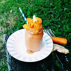 CARROT CAKE NICE CREAM - just blend 3 frozen bananas, 2 chopped carrots, 2tsp cinnamon, 1/2 tsp ginger, 1 tsp vanilla powder and devour!