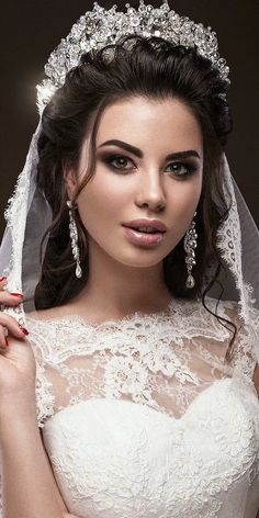 Find images and videos about gif on We Heart It - the app to get lost in what you love. Wedding Dress Accessories, Wedding Dresses, Fair Face, Amazing Gifs, Beauty Shoot, Beautiful Women Pictures, Fantasy Women, Polished Look, Animation