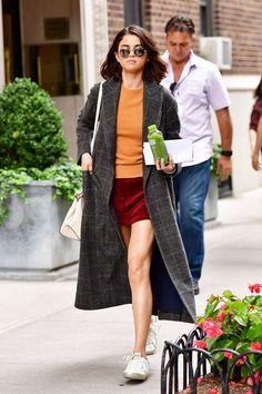 Селена Гомес в кедах Golden Goose и с сумкой Coach в Нью-Йорке