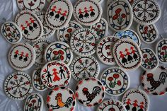 Decor Crafts, Diy And Crafts, Baba Marta, Polymer Clay Crafts, Paper Cutting, Decorative Plates, Projects To Try, Traditional, Beads
