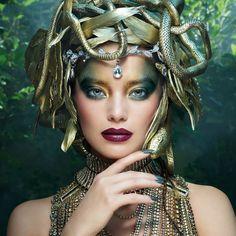 Medusa Halloween Costume, Costumes Sexy Halloween, Halloween Makeup Looks, Halloween 2019, Medusa Makeup, Medusa Art, Medusa Costume Makeup, Fantasias Halloween, Maquillage Halloween
