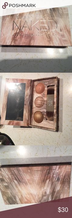 Urban Decay Naked Illuminating trio Highlighters!! Gold, pinkish and light brown colors. Urban Decay Makeup Luminizer