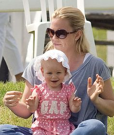 Peter Phillips enjoys family day out with Savannah and Isla - Photo 3 | Celebrity news in hellomagazine.com