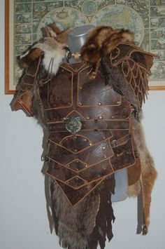 Leather and fur LARP armor. Viking Armor, Larp Armor, Medieval Armor, Barbarian Armor, Chainmail Armor, Cosplay Armor, Medieval Costume, Armadura Medieval, Vikings