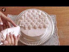 Bolos decorados em 1 minuto – Fazendo uma cesta e laços de chantilly…